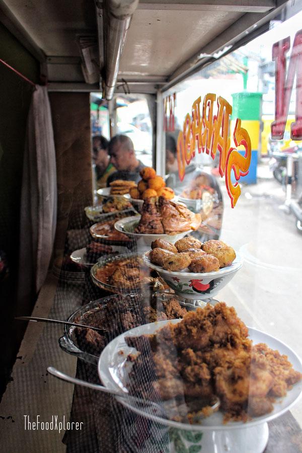 Rumah-makan-Padang-Bandung---TheFoodXplorer