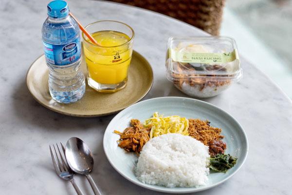 Nasi-Kucing-Menu-Lapar-Pagi-Sate-Khas-Senayan