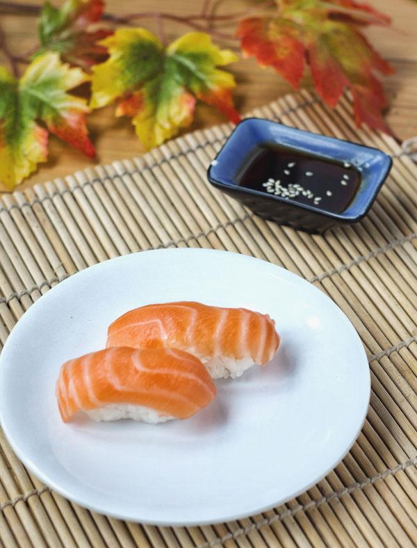 Salmon-Nigiri-sushi---Fukuzushi