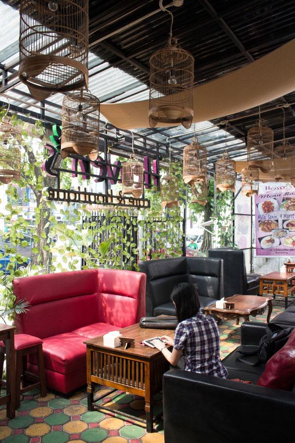interior-desain-heavens-cafe-lodaya-bandung