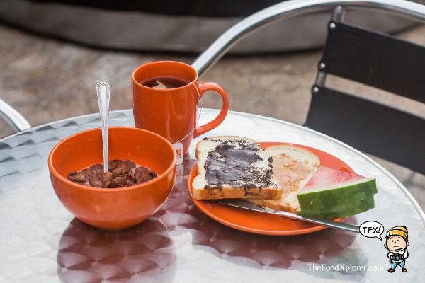 Free-Breakfast-in-Jakarta-Hostel