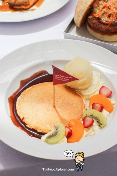 Fresh-Fruits-and-Hot-Chocolate-Sauce-Pancake---Pancious-Review