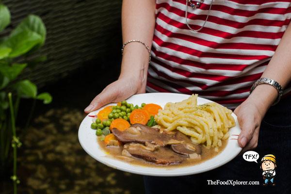 Steak-Lidah-Tizi's-Cafe-Bandung