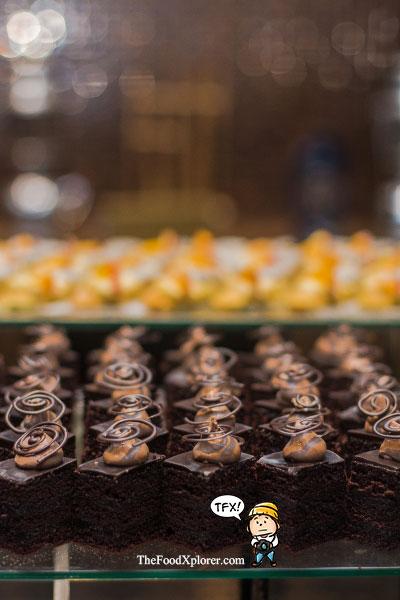 assorted-cakes-purnawarman-restaurant-hilton-hotel