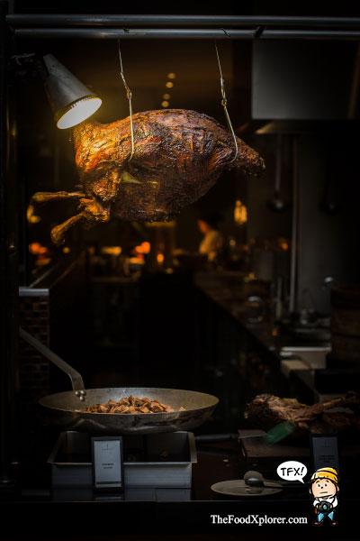 kambing-guling-dinner-hilton-hotel-bandung